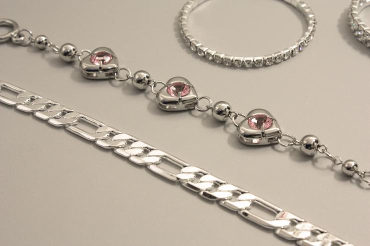 Bijoux en acier